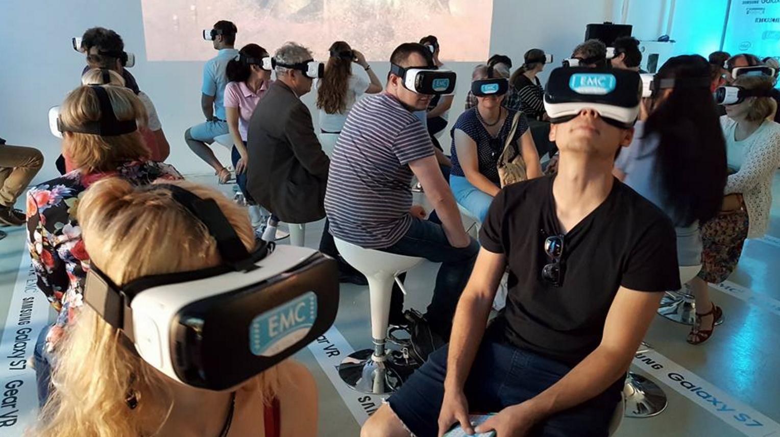 VR-priloshenie-facebook